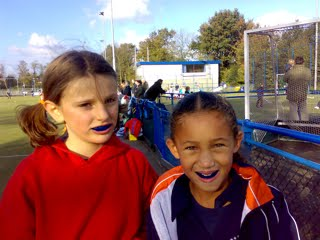 Merel en tessa - Bennebroek - Nov 2006
